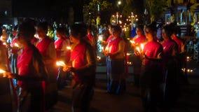 Kaarsdans tijdens Loi Krathong stock video