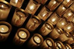 Kaarsen bij de kathedraal van Notre Dame Stock Foto