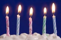Kaarsen in cake stock fotografie