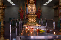 Kaarsen in de Hindoese tempel Stock Foto