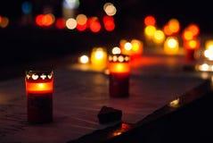 Kaarsen in de nacht stock afbeeldingen