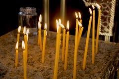 Kaarsen in de tempel Stock Foto's