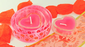 Kaarsen in de vorm van harten en band royalty-vrije stock foto's