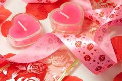 Kaarsen in de vorm van harten en band Royalty-vrije Stock Afbeeldingen