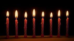 Kaarsen die uit op Cake worden geblazen stock footage