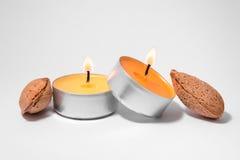 Kaarsen en amandelen Royalty-vrije Stock Foto