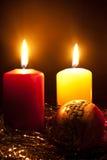 Kaarsen en een bont-boom stuk speelgoed Royalty-vrije Stock Fotografie