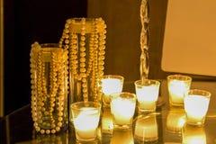 Kaarsen en Parels stock foto