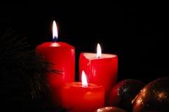 Kaarsen en seizoengebonden decoratie Stock Foto's