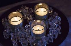 Kaarsen en stenen royalty-vrije stock afbeelding
