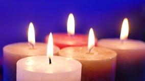 Kaarsen en Vlammen Achtergrond voor een uitnodigingskaart of een gelukwens stock videobeelden