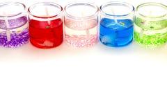 Kaarsen in glas horizontaal bovenop de witte achtergrond Stock Fotografie