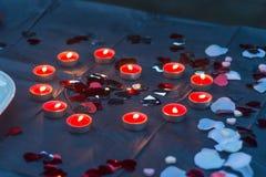 Kaarsen in Hertvorm voor Valentijnskaartendag stock afbeelding