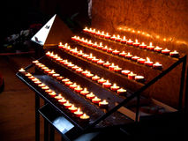 Kaarsen in kerk royalty-vrije stock afbeelding