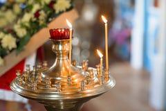 Kaarsen in kerk Stock Fotografie