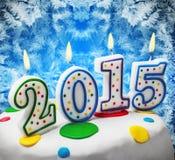 Kaarsen met het symbool van het nieuwe jaar 2015 op de cake Stock Fotografie