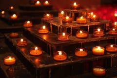 Kaarsen op de kerk royalty-vrije stock fotografie