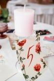 Kaarsen op de lijst Stock Foto