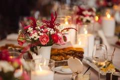 Kaarsen op de lijst royalty-vrije stock foto