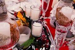 Kaarsen op de lijst van Kerstmis Royalty-vrije Stock Afbeeldingen