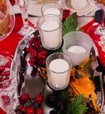 Kaarsen op de lijst van Kerstmis Royalty-vrije Stock Foto