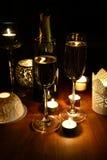 Kaarsen romantisch op een lijst Royalty-vrije Stock Afbeeldingen