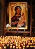Kaarsen vóór het pictogram Royalty-vrije Stock Afbeelding