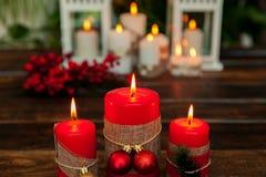 Kaarsen voor Kerstmis in rood Royalty-vrije Stock Foto's