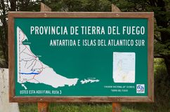 Kaart bij de Lapataia-Baai langs de Kustsleep in Tierra del Fuego National Park, Argentinië royalty-vrije stock fotografie