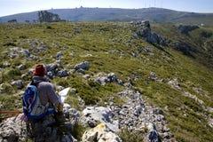 Kaart en kompas die in openlucht orienteering Stock Foto