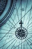Kaart en kompasportretformaat Stock Fotografie