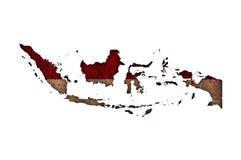 Kaart en vlag van Indonesië op roestig metaal royalty-vrije stock fotografie