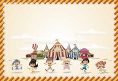 Kaart met een groep gelukkige beeldverhaalkinderen royalty-vrije illustratie