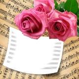 Kaart met roze rozen op grungeachtergrond Stock Afbeeldingen