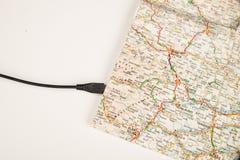 Kaart met USB-kabel stock afbeelding