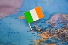 Kaart met vlag van Ierland royalty-vrije stock afbeelding
