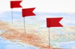 Kaart van Amerika met rode vlaggen royalty-vrije stock afbeelding