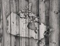 Kaart van Canada op doorstaan hout stock fotografie