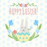 Kaart voor de vakantie van Pascha Met konijn in de eierschaal binnen Stock Foto