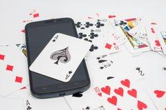 Kaarten over computertoetsenbord en smartphone Concept online c Royalty-vrije Stock Foto