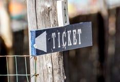Kaartjes en de tekens van de Kaartjesmachine in de Lounge van Moor Straatstation stock fotografie