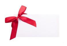 Kaartnota met rood lint op witte achtergrond Royalty-vrije Stock Foto