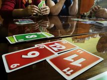 Kaartspels bij de lijst royalty-vrije stock foto