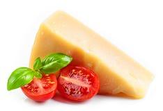 Kaas, basilicum en tomaat royalty-vrije stock afbeelding