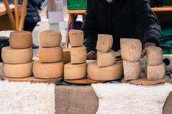 Kaas bij lokale markt Stock Afbeeldingen