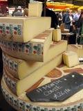 Kaas bij markt Stock Afbeeldingen