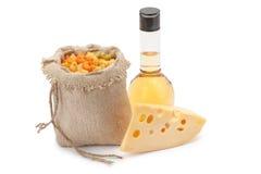 Kaas, deegwaren en olijfolie Stock Foto
