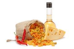 Kaas, deegwaren, olijfolie en Spaanse peperpeper Stock Afbeelding