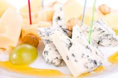 Kaas. Een plaat van kazen. Stock Fotografie