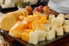 Kaas en crackers stock foto